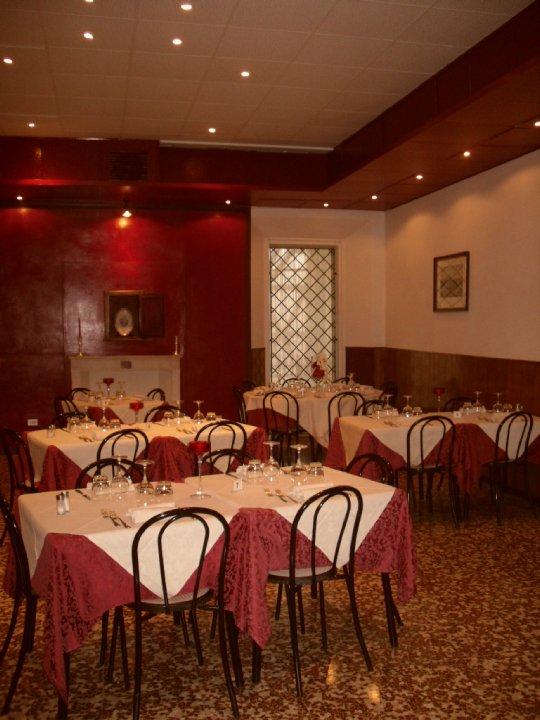 ristorante-interno-osteria-palazzo-ducale